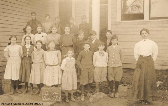 Linnton school, circa 1908: A2004-002.876