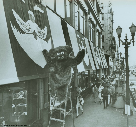 Cinnamon Bear on a ladder outside of Lipman Wolfe and Company, : A2004-002.6705