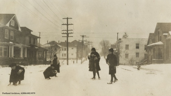 Snow scene on 28th Avenue, 1922: A2004-002.9379