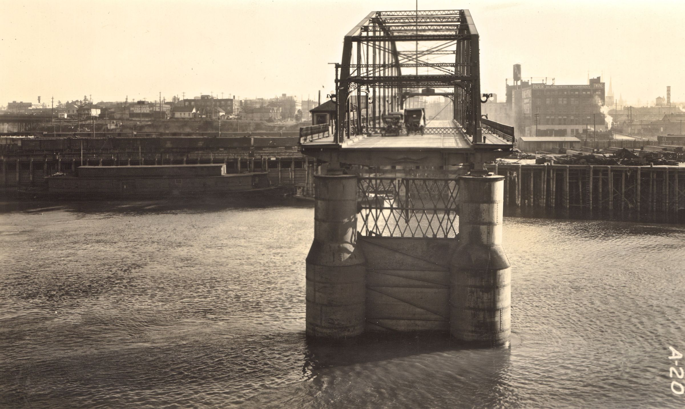 Bridge Across Valley Of Death >> Original Burnside Bridge, 1920. : Portland